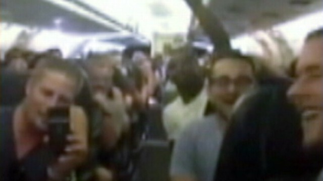 VIDEO: Fliers stuck for an hour and a half on a plane in 100-degree temperatures broke out into song.