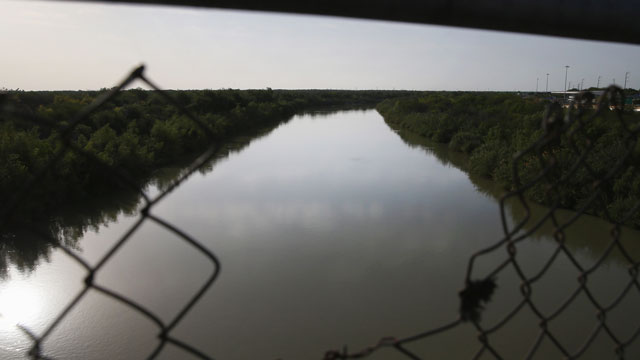 PHOTO:The Rio Grande River forms the border between the United States (L), and Mexico on April 11, 2013 in Hidalgo, Texas.