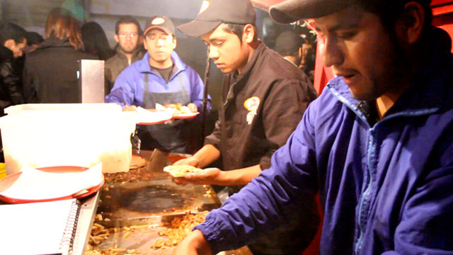 PHOTO:Tacos Marvichi, a sidewalk taco stand, is an institution in Polanco, a ritzy neighborhood in Mexico City.