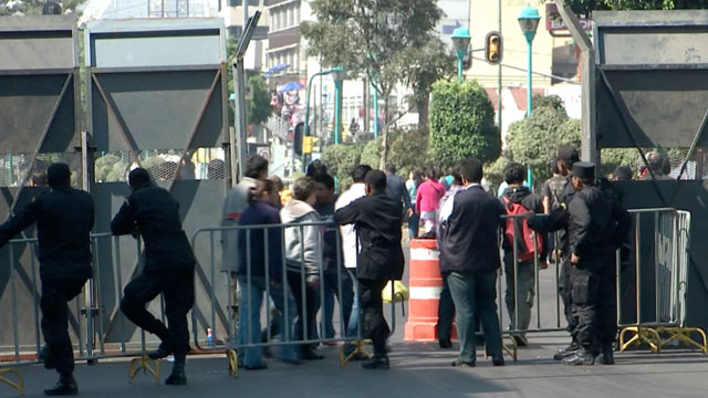 PHOTO: Mexico´s Presidential Guard has set up a huge wall around the Mexican Congress in preparation for Enrique Peña Nieto´s innauguration. But the wall also fences in hundreds of homes and businesses.