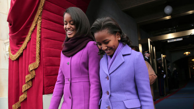 PHOTO: President Barack Obama's daughters Malia Obama, left, and Sasha Obama arrive on the West Front of the Capitol in Washington.