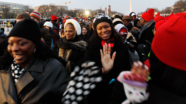 PHOTO: President Barack Obama supporters arrive on the National Mall in Washington