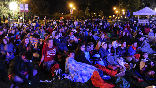 PHOTO: People watch the Presidential Debate at the University of Denver on Wednesday, Oct. 3, 2012.
