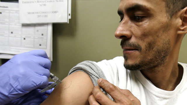 PHOTO: This Thursday, Jan. 10, 2013 photo shows Walter Vazquez, 43, getting a flu shot at MetroHealth in Cleveland, Ohio.