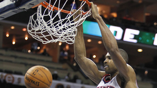 PHOTO: Atlanta Hawks Al Horford (15) dunks during the second half of an NBA basketball game in Charlotte, N.C., Friday, Nov. 23, 2012. The Hawks won 101-91.