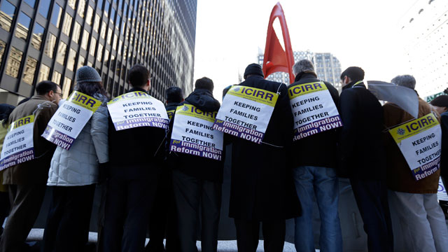 PHOTO: Protesters put on signs for immigrant rights, in downtown Chicago, Friday, March 22, 2013.
