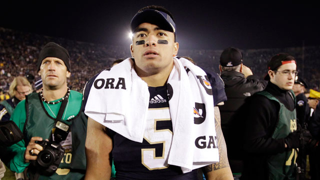 PHOTO:  Notre Dame linebacker Manti Teo walks off the field.