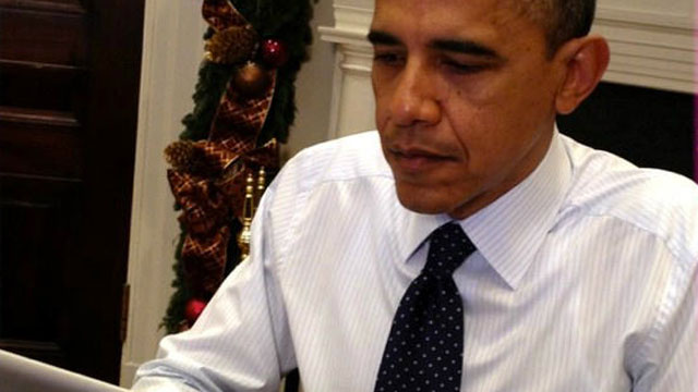 "PHOTO: President Barack Obama participates in a Twitter chat about the ""fiscal cliff"" on Monday, December 03, 2012."
