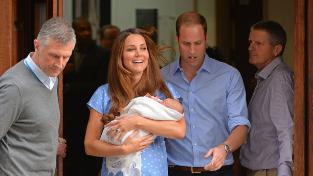 PHOTO: Kate and William leave the hospital with their newborn, royally.