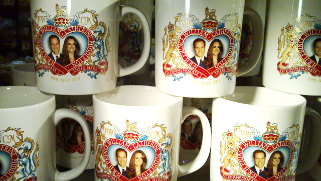 PHOTO:Mugs with the Royal Couples face on them.