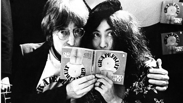 PHOTO: John Lennon and Yoko Ono in Selfridges department store, Oxford Street, London in 1971 to promote the publication of the 2nd edition of Yoko Ono's book Grapefruit.
