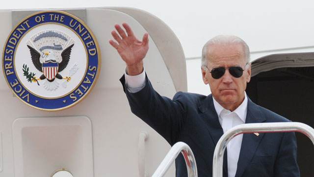 PHOTO: US Vice President Joe Biden waves as he arrives at Sendai airport in Natori, Miyagi prefecture on August 23, 2011