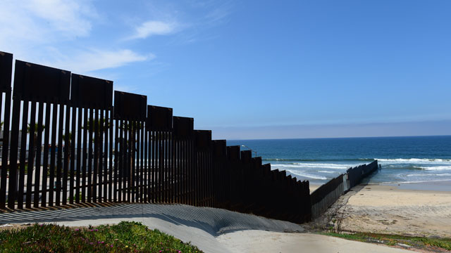PHOTO: border