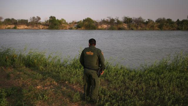 PHOTO:border