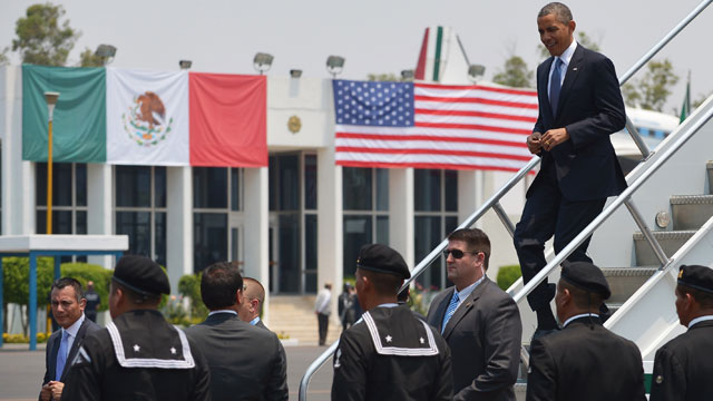 PHOTO: US President Barack Obama steps off Air Force One upon arrival at Benito Juarez International Airport