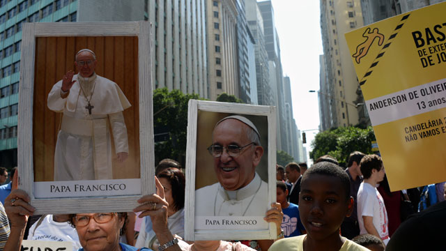 PHOTO: Shantytown residents protest with images of Pope Francis against polices violence in favelas in Rio de Janeiro, Brazil.