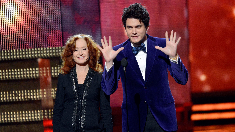 PHOTO:John Mayer's suit was not only purple, it was PURPLE.