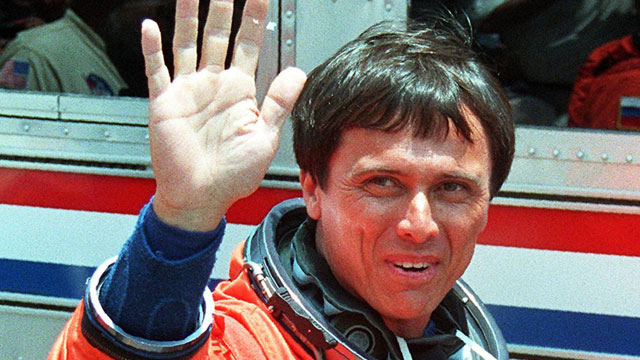 PHOTO:US Space Shuttle Discovery crew member, Costa Rica-born US astronaut Franklin Chang-Diaz, waves to well-wishers June 2, 1998, as he leaves for Launch Pad A at Kennedy Space Center, FL.