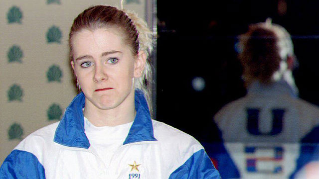 PHOTO: U.S. figure skater Tonya Harding reads from a prepared text 27 January 1994 during a press conference at the Multnomah County Athletic Club, Oregon.