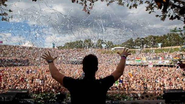 PHOTO: DJ onstage at TomorrowWorld Festival