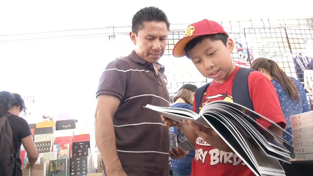 PHOTO: Luis Coyoy (right) and his father Filadelfo Coyoy shop for books in Los Angeles