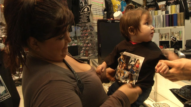 PHOTO:Fans of Jenni Rivera create custom T-shirts to remember their idol.