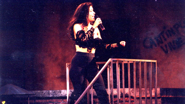 PHOTO: Selena at Premio Lo Nuestro in 1993.