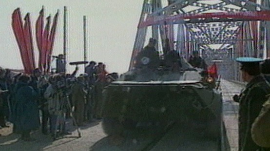 VIDEO: Soviet Troops Leave Afghanistan