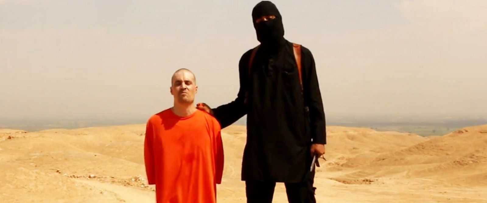 PHOTO: A screengrab from a video posted online appears to show American journalist James Foley shortly before he is killed by a masked captor.