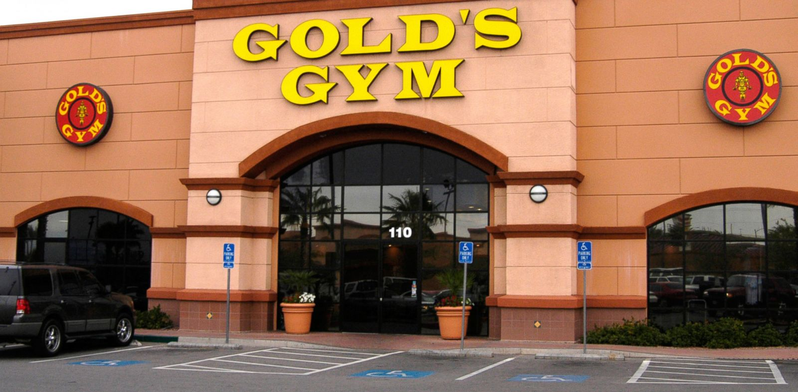 Dear ABC News Fixer: Billing Nightmare in Gold's Gym - ABC ...