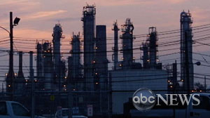 PHOTO Oil Refineries