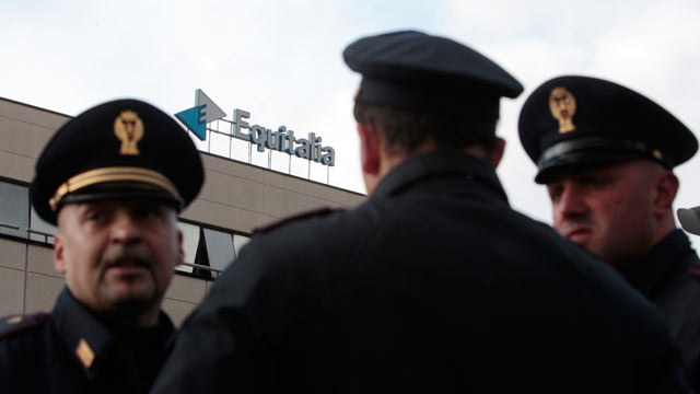 PHOTO: Italian Policemen patrol outside Equitalia tax agency in Rome on Dec. 9, 2011 after a letter bomb exploded.
