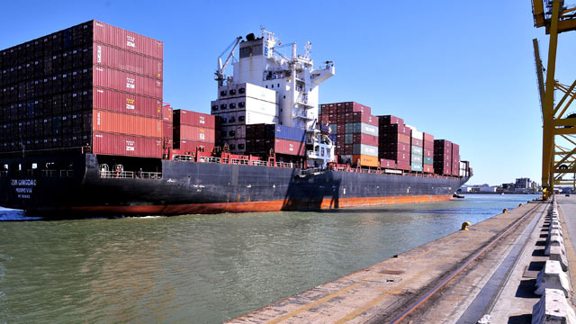 PHOTO: A Zim ship enters the dock of the Terminal Darsena Toscana in the Port of Livorno, Sept. 20, 2010 in Livorno, Italy.
