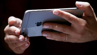 PHOTO:A member of the media inspects the new iPhone 6 during an Apple special event at the Flint Center for the Performing Arts on September 9, 2014 in Cupertino, Calif.