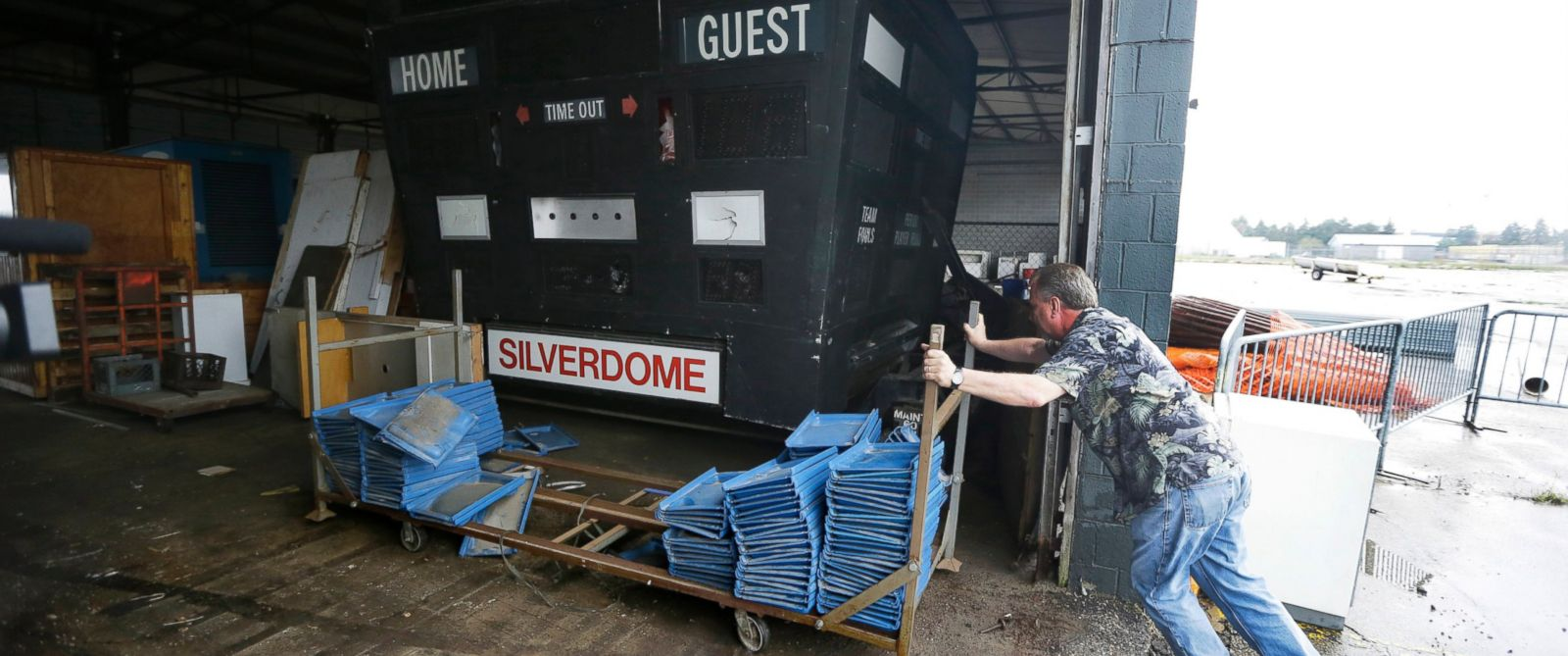 PHOTO: Jim Passeno of RJM Auctions moves a trailer next to the Detroit Pistons scoreboard on the Pontiac Silverdomes property in Pontiac, Mich. in this May 12, 2014 photo.
