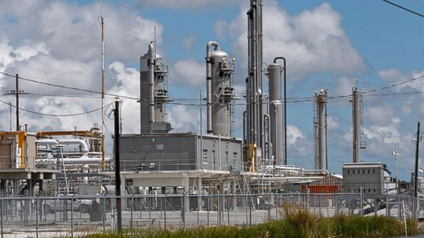 PHOTO: A gas processing facility operated by Enterprise Products Partners LP