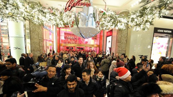 http://a.abcnews.go.com/images/Business/GTY_black_friday_shopping_hb_151124_16x9_608.jpg