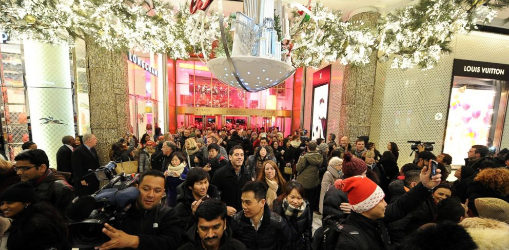 PHOTO: Macys opens its doors at 6pm for Black Friday on November 27, 2014 in New York.
