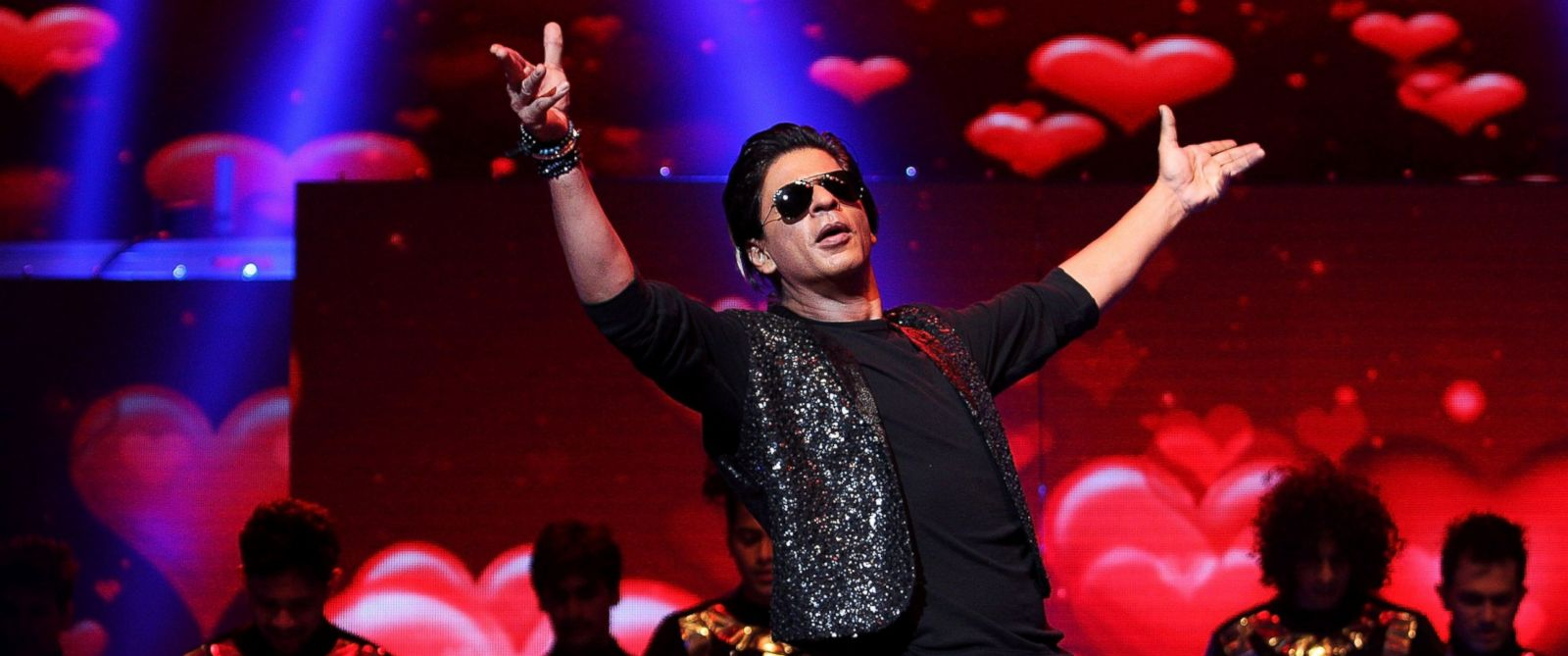 PHOTO: Bollywood Actor Shahrukh Khan performs live for fans at Allphones Arena, Oct. 7, 2013 in Sydney, Australia.
