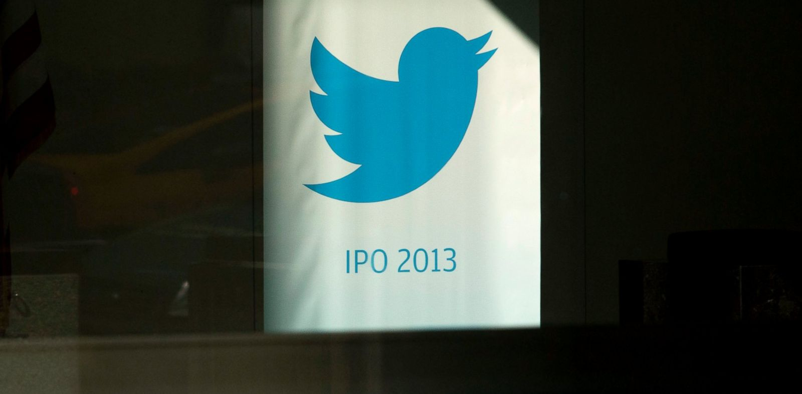 PHOTO: The Twitter Inc. logo displayed in the lobby of JPMorgan Chase & Co. headquarters in New York, Oct. 25, 2013. Twitter Inc. boosted its initial public offering (IPO) price to $23 to $25 a share.