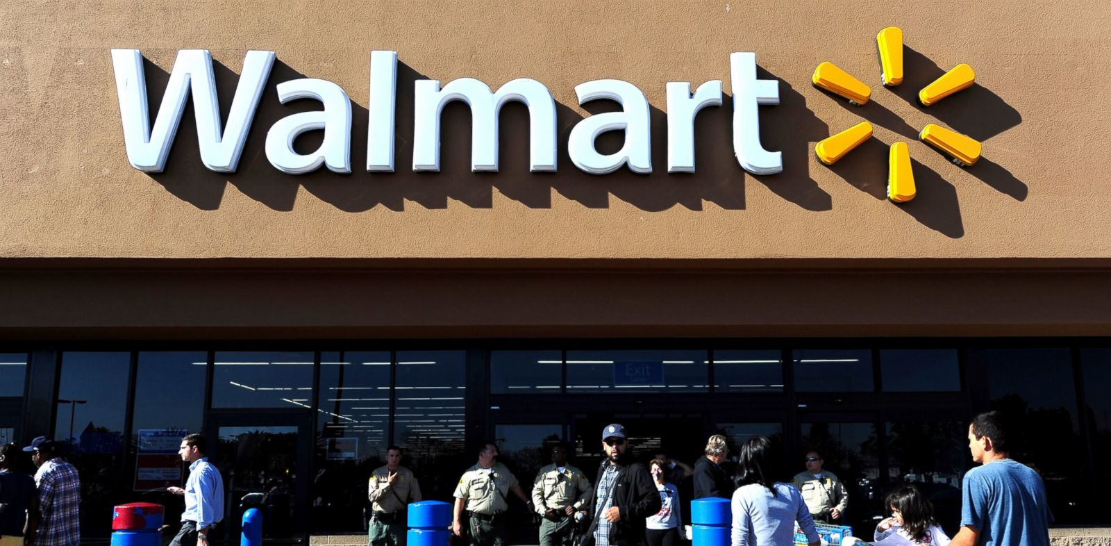 PHOTO: Police man the front of a Walmart store amid heightened Black Friday security in Paramount, Califo., Nov. 23, 2012 as shoppers arrive and Walmart employees and their supoorters protested nearby.