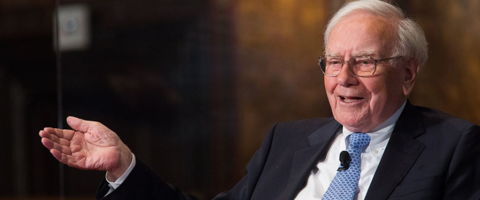 PHOTO: Warren Buffett, chairman of the board and CEO of Berkshire Hathaway, speaks in Gaston Hall at Georgetown University in this Sept. 19, 2013, file photo in Washington, DC.