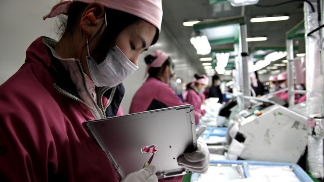 PHOTO: A worker at a Foxconn factory in Shenzen, China, works on an Apple iPad. ABC News Nightlines Bill Weir was the first journalist allowed onto the Apple production line there, as the company faces a firestorm of criticism over labor practices.