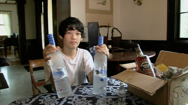 """PHOTO: Xander, 13, showed """"20/20"""" how easy it is to buy alcohol online."""