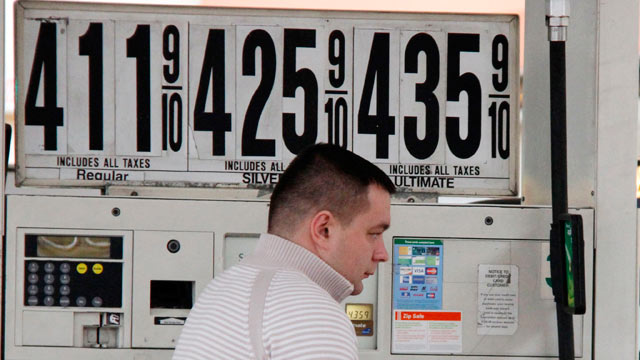 PHOTO: A New York City taxi driver pumps gas at a BP mini-mart, in New York City in this MAr. 2, 2012 file photo.