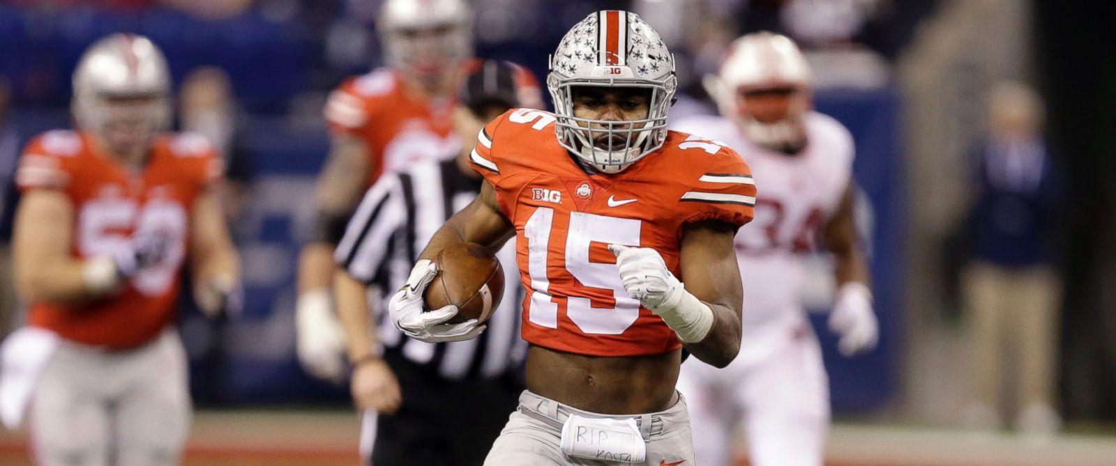 PHOTO: Ohio State running back Ezekiel Elliott loses his shoe as he runs for a 60-yard gain, in this Dec. 6, 2014, file photo in Indianapolis.