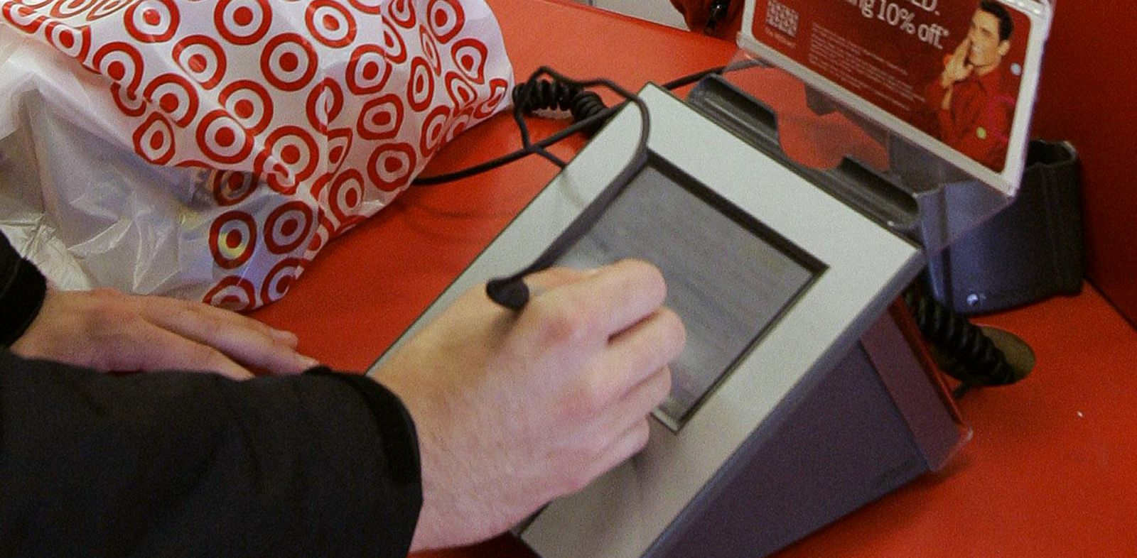 PHOTO: A customer signs on the screen of a credit card machine at a Target store in Tallahassee, Fla., in this Jan. 18, 2008 photo.