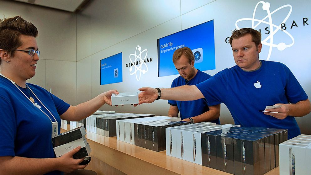 Former Retail Workers in New York and California Sue Apple for ...