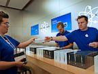 PHOTO: Apple store employees