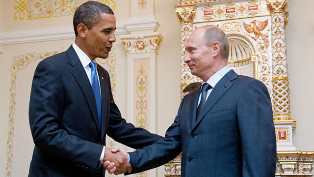 PHOTO: Barack Obama shakes hands with Vladimir Putin